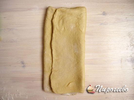Свернуть тесто для того чтобы багет был слоеным