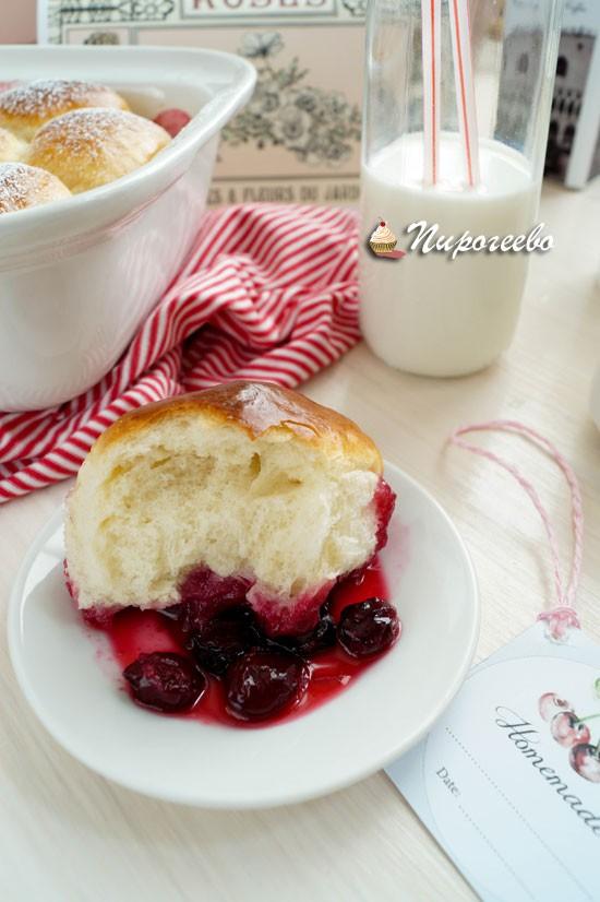 Рецепт дрожжевых булочек на вишневом конфитюре
