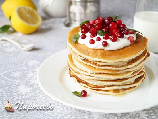 Вкусные панкейки со свежими ягодами и рикоттой