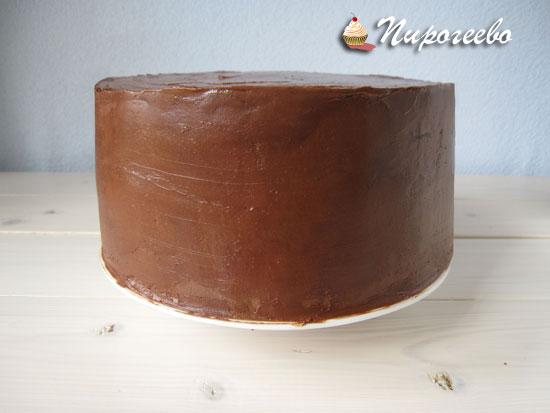 Торт, выровненный кремом