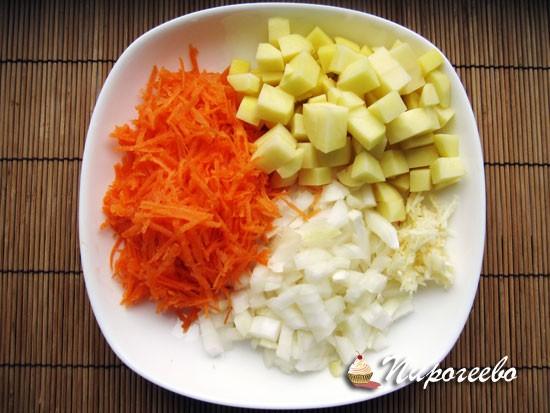 Очистить морковь, лук, картошку