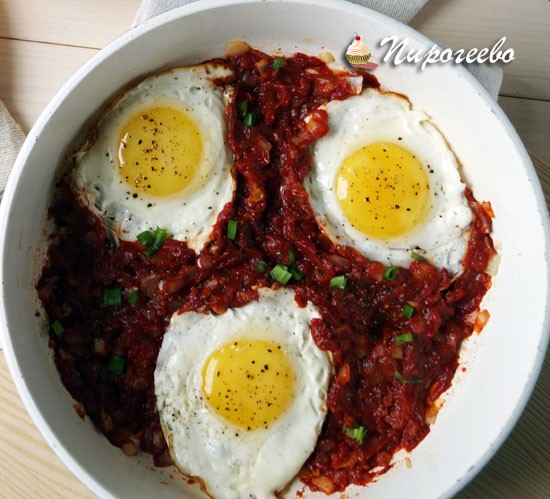 Вкусный сытный завтрак с яйцом