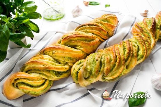 Французский багет с зеленью