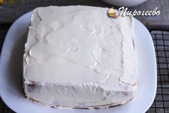"""Обмазываем торт кремом """"Шарлот"""""""