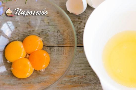 Как правильно отделить белки от желтков