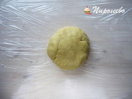 Закрыть тесто в пищевую пленку