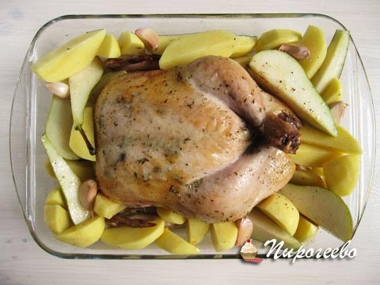 Курицу смешать с картошкой