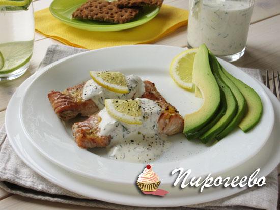 Филе красной рыбы в лимонном маринаде и чесночном соусе