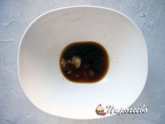 Смешиваем специи в соевом соусе