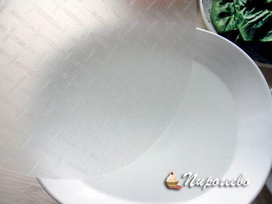 Опускаем рисовую бумагу в емкость с водой