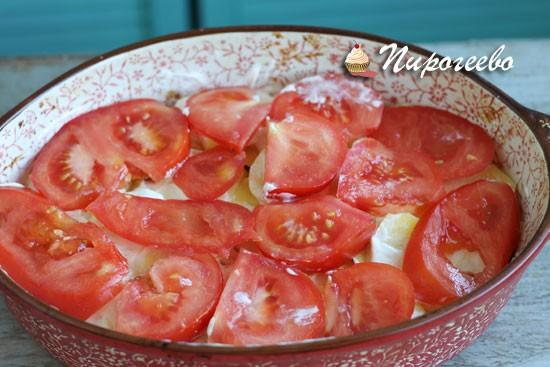 Выкладываем помидоры на картошку