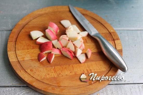 Ароматная шарлотка с яблоками или грушами