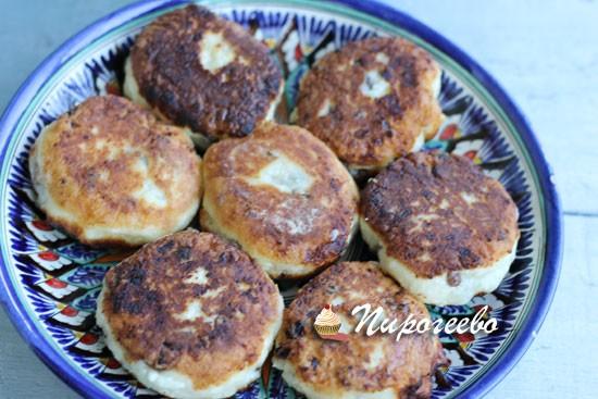 Вкусные сырники на сковороде с изюмом