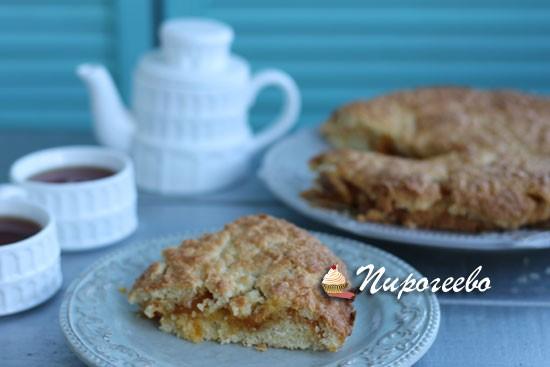 Вкусный тертый пирог с абрикосовым вареньем