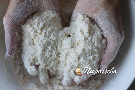 Замешиваем песочное тесто для пирога