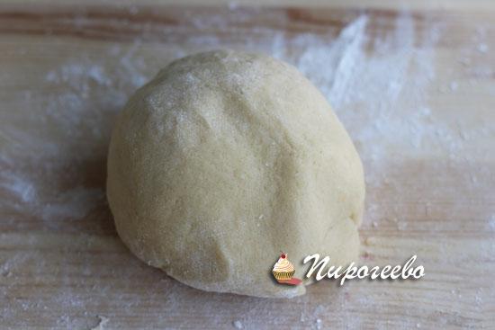 Замешиваем песочное тесто для тертого пирога