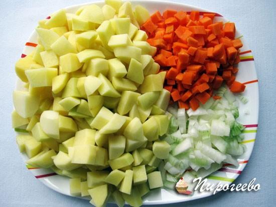 Нарезать овощи крупными кубиками