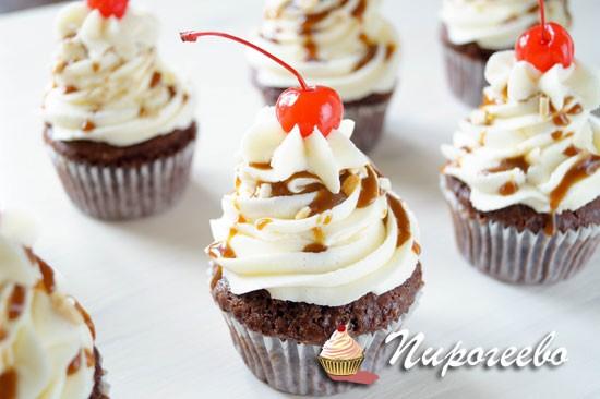 Праздничные шоколадные пирожные