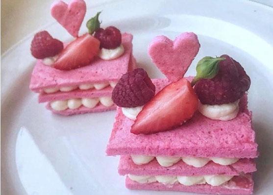 Красивые многоярусные пирожные