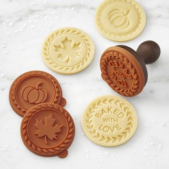 Для формовки печенья можно использовать штампы