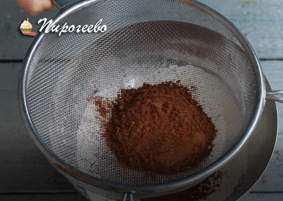 Просеиваем сухие ингредиенты