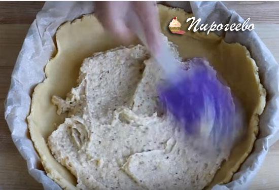 Выкладываем начинку на песочную основу