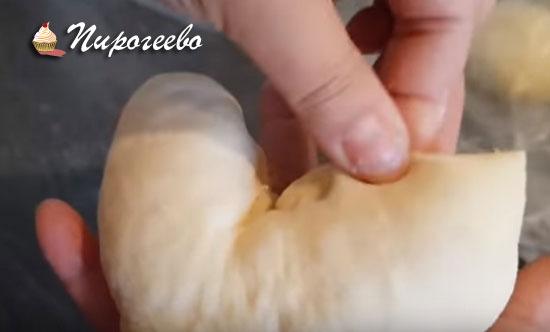 Формируем из булочек форму сердца