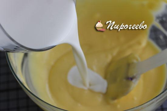 В начинку добавляем жирные сливки