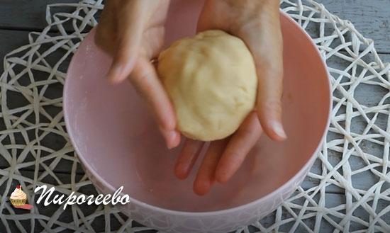 Соединяем тесто в шар
